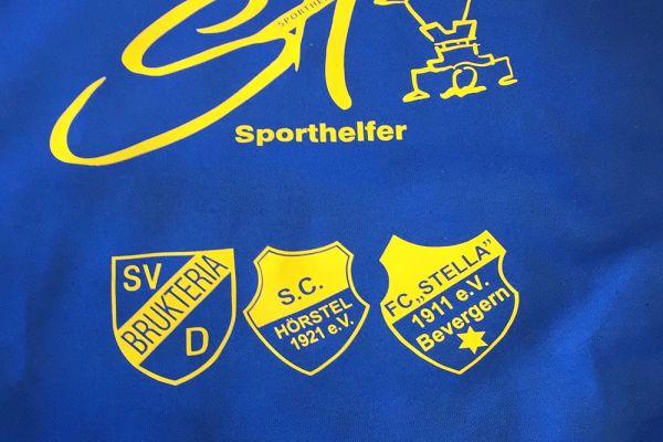Blaues Trikot mit Vereinslogo